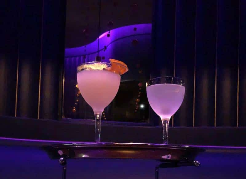 Cocktails glowing