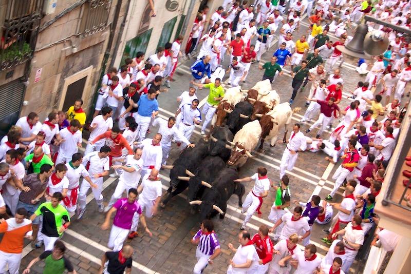 Running_of_the_Bulls_on_Estafeta_Street