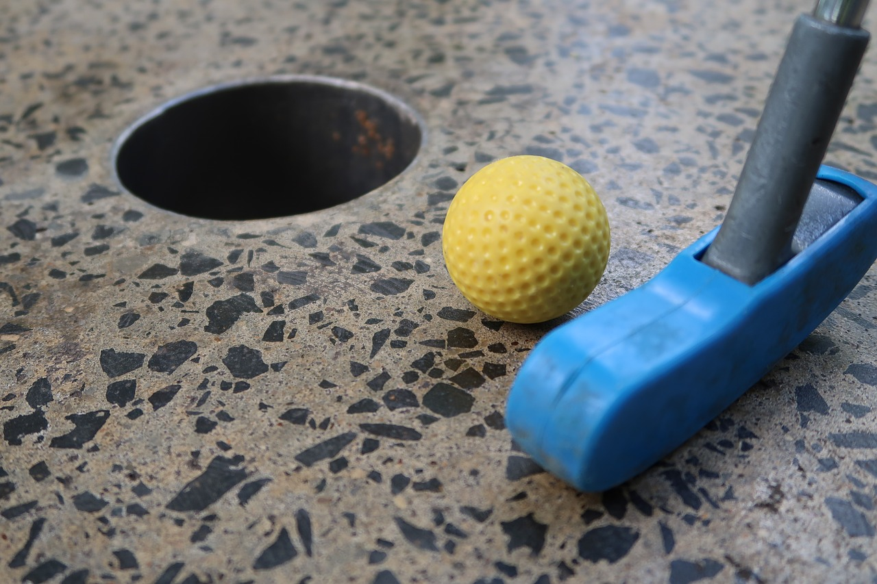This Mini-Golf Pop-Up Bar Is Turning An Indoor Putt Putt Course Into An Adult Playground