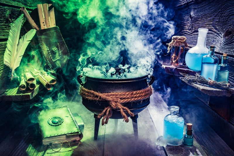 A Boozy Hogwarts Potions Class Is Coming To LA And It's As Magical As It Sounds