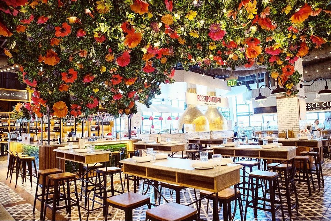 It's Feeling A Lot Like Springtime Over At Eataly LA's Blooming Floral Pop-Up Bar • Bar Fiorito